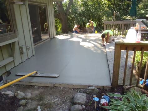 concrete patio contractors pouring brookfield 1 mudtech
