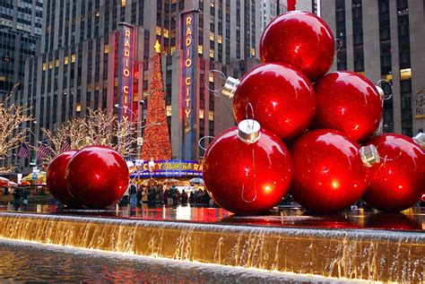 christmas decoration around nyc nyc nyc decorations on sixth avenue