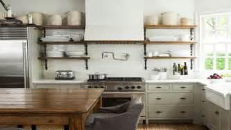 Impressionnant Accessoires Salle De Bain Couleur Orange #7: Cuisine-vintage-blanche-ou-grise-la-tendance-deco-retro-chic.jpg