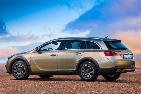 opel insignia wagon opel insignia country tourer wagon details and pictures