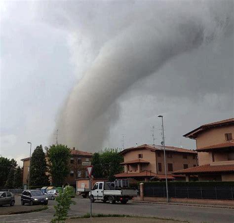 previsioni meteo lavello violenti tornado sull emilia romagna ecco cosa successe