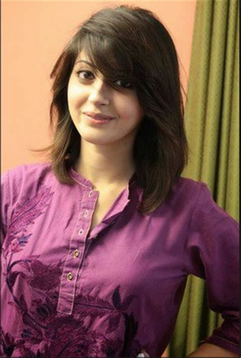 moomal khalid badly injured in a car accident   reviewit.pk