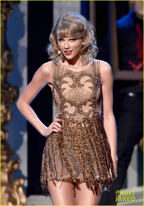 taylor swift date to ama taylor swift opens amas 2014 with blank space video