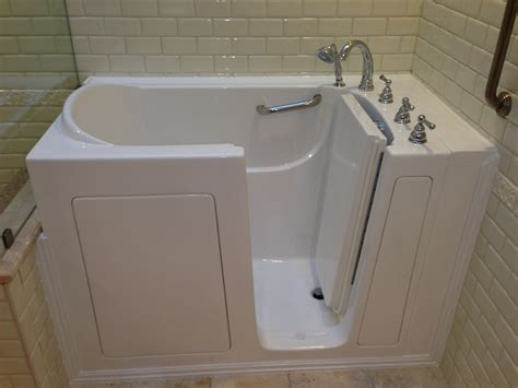 Bathtub Handicap by Bathe Safe Walk In Bathtubs Walk In Bathtub Installation
