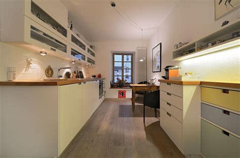küchenstudio wohnzimmer wandgestaltung rot