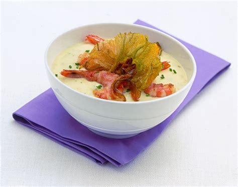 gamberi e fiori di zucca ricetta zuppa con gamberi e fiori di zucca donna moderna
