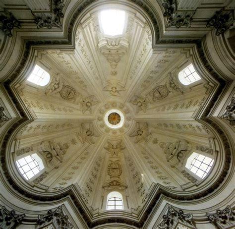 cupola di sant ivo alla sapienza francesco borromini la curva modella e avvolge lo