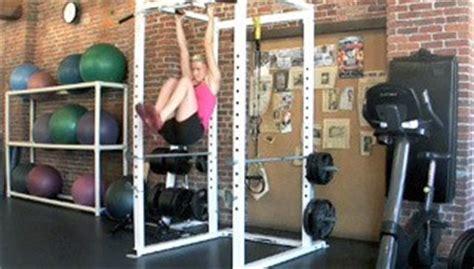 hanging knee raise exercise