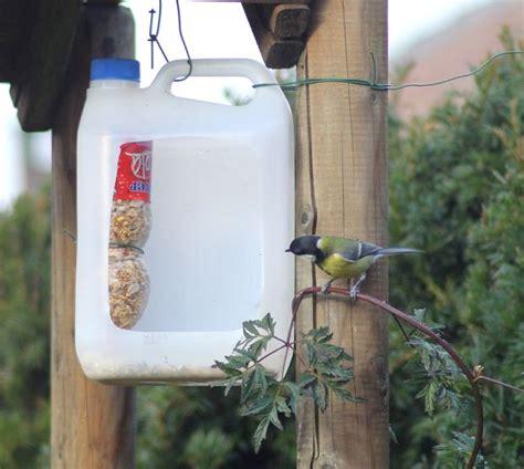 bird feeder of recycled plastic pesebre para p 225 jaros 8