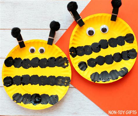 bumble bee paper plate craft easy paper plate bee craft for non gifts