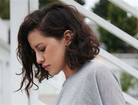 curly a line hairstyle long hair 25 short haircuts for curly wavy hair short hairstyles
