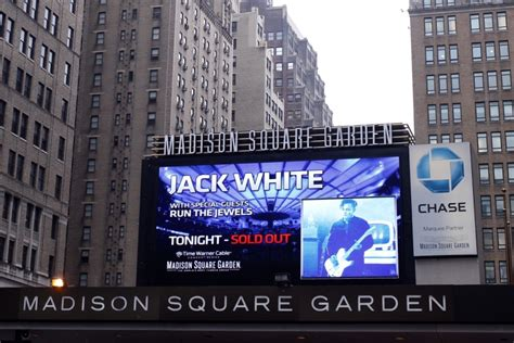 Who Is At Square Garden Tonight live square garden broadcast tonight white