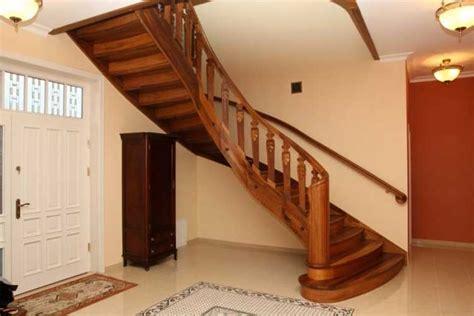 Kleiderschrank Unter Treppe by Holztreppen Aus Polen Luxus Innenausstattung Haus Aabbeatv