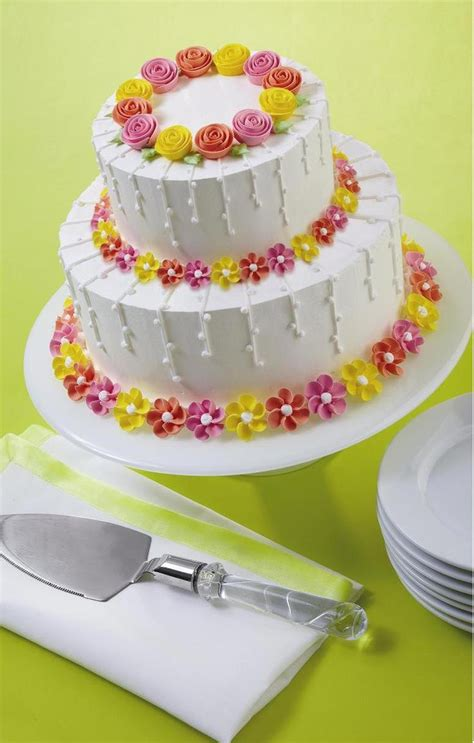 how to decorate a cake at home easy 25 best ideas about wilton cake decorating on pinterest