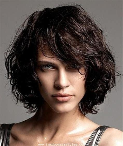 coupe de cheveux courte pour visage ovale bob curly haircut pics for womens and