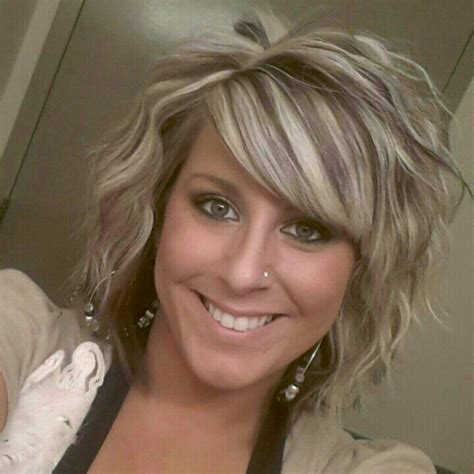 how to highlight short layered hair curly short hair with highlights hair pinterest