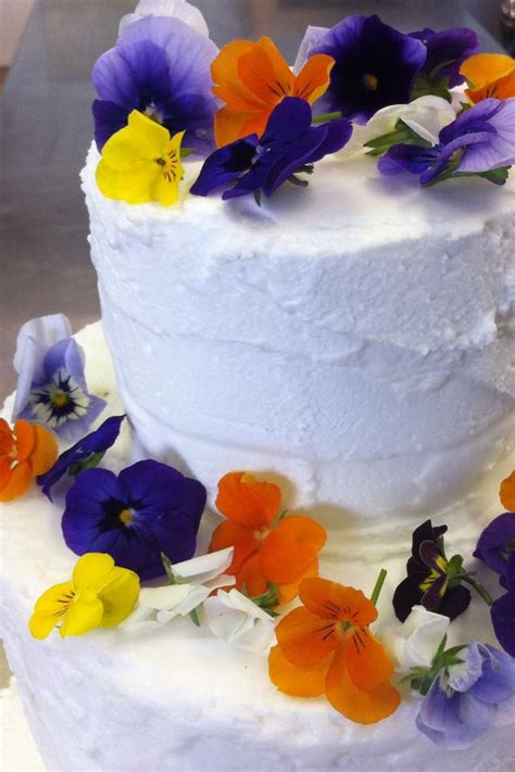 Wedding Cake Edible Flowers by Beautiful Flowerfetti Wedding Cake Edible Flowers Bee