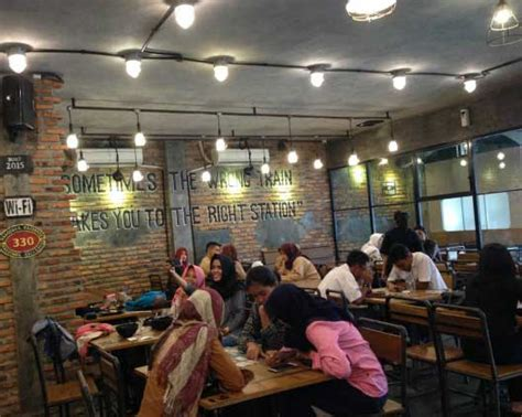otw foodstreet cafe konsep food court gaul favorit anak muda