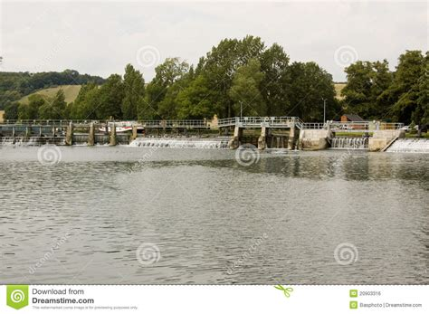 thames lock and weir at reading lock and weir at mapledurham berkshire royalty free stock