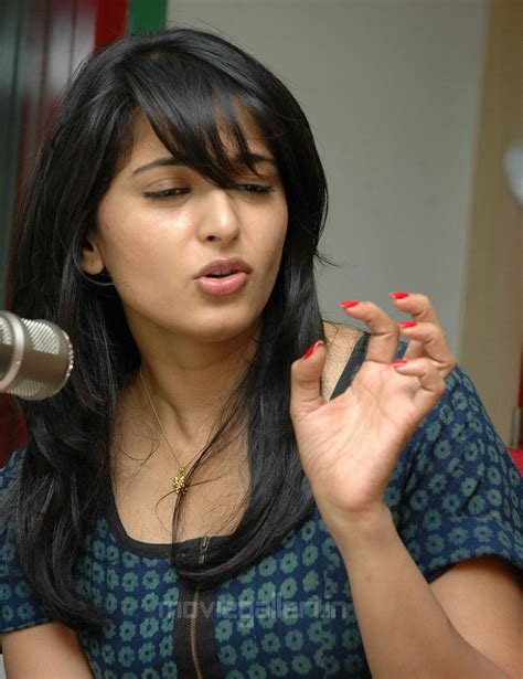feather cut hairstyle for anushka www pixshark com pics for gt feather cut hairstyle for anushka