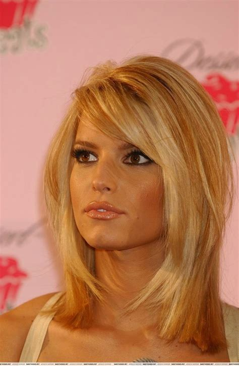 cutting hair layers around the face jessica simpson looks hair short pinterest
