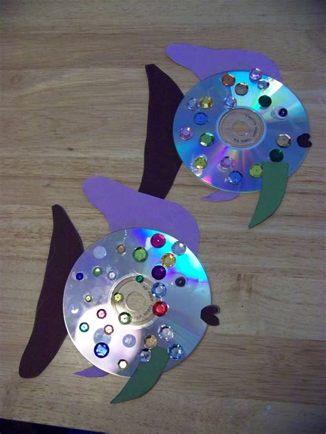 Crafts Made Out Of Construction Paper - fish craft using a cd fish crafts fish and construction