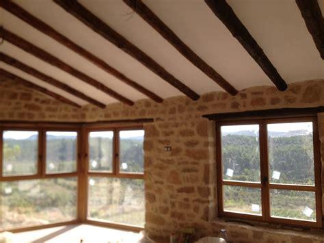 interior de casas rusticas ventanas de madera de iroko en madrid ideas carpinteros