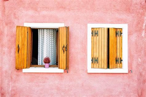 finestre e persiane verniciare finestre e persiane con impregnante e finitura