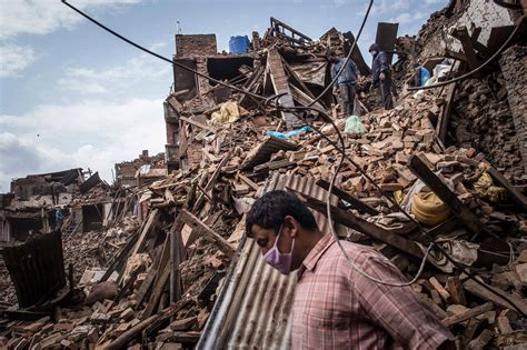 earthquake of nepal nepal earthquake toll tops 5 000 as rescuers reach remote