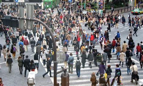 imagenes urbanas con personas el cruce de peatones con m 225 s gente se encuentre en tokyo