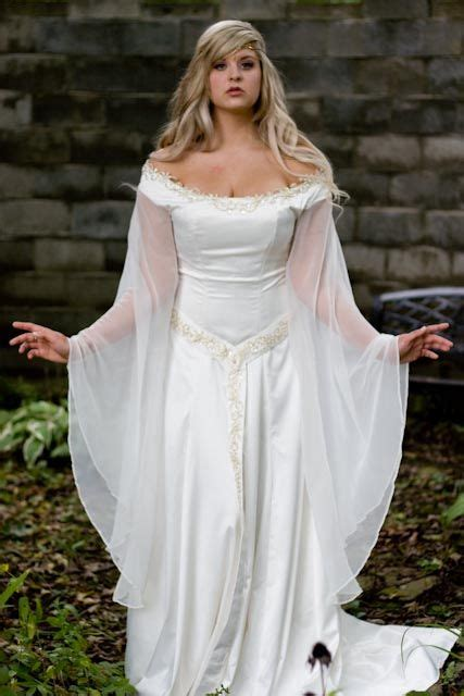 juliana  shoulder medieval  lotr style gown  cape