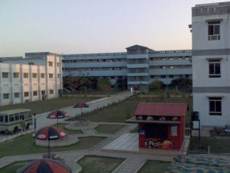 Jamia Hamdard Mba Fee Structure by Fees Structure And Courses Of Rajiv Gandhi Proudyogiki