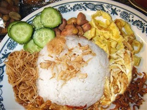 cara membuat nasi uduk beserta lauknya menu sarapan pagi nasi uduk betawi bundakata