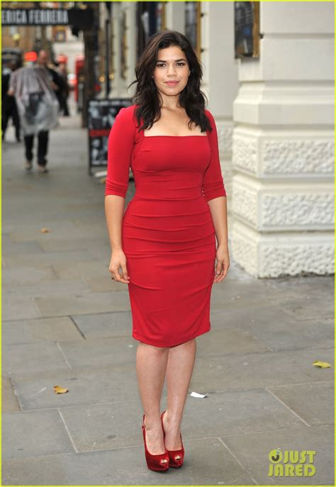 Just How Curvy Is America Ferrara by America Ferrera Chicago Photo Call In Photo