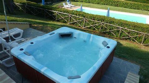 agriturismi con vasca idromassaggio in agriturismo in umbria con vasca idromassaggio e spa