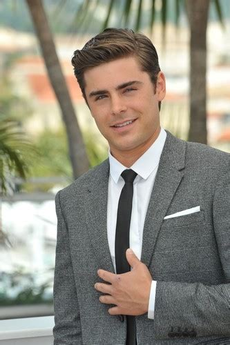 zac efron hands live zac efron breaks hand in fight with dave franco