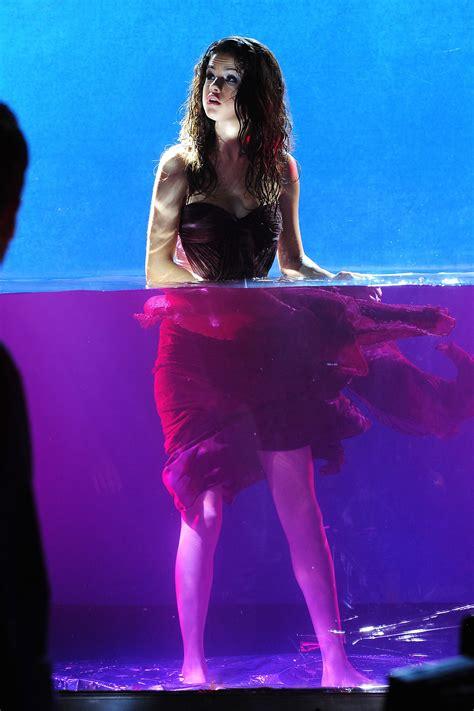 Parfum Selena Gomez selena gomez fragrance photoshoot in