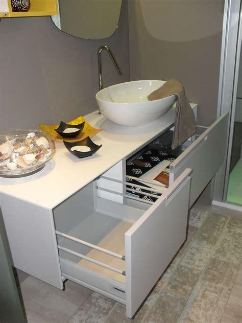 bagno moderno grigio bagno moderno grigio perla e giallo zafferano scontato