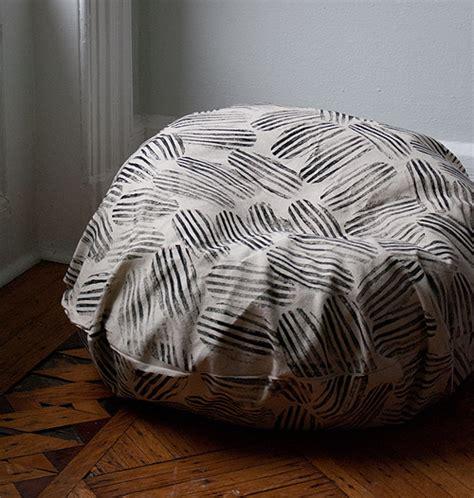Diy Bean Bag Chair by Diy Beanbag Chair Makeover Design Sponge