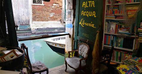 libreria alta acqua venezia libreria acqua alta a venezia un luogo incantato