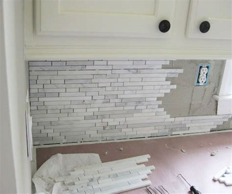 How To Install Backsplash In Kitchen Remodelando La Casa Installing A Marble Backsplash