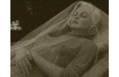 dead celebrities in open caskets 32 photos of celebrity open casket funerals that will
