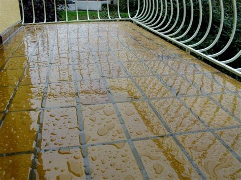 Fliesen Wasserdicht Versiegeln by Balkonfliesen Selbst Transparent Farblos Abdichten