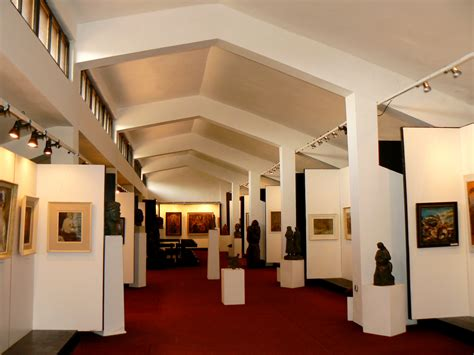 museums and galleries file bratsigovo history museum art gallery jpg wikimedia
