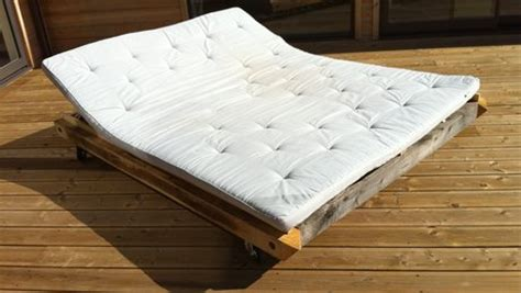 fabriquer un canapé avec un matelas comment fabriquer un transat ou un bain de soleil
