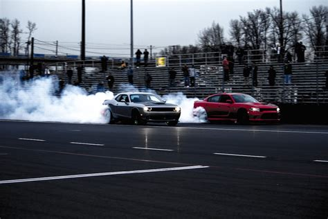 charger vs challenger hellcat 2015 dodge charger srt hellcat vs 2015 dodge challenger