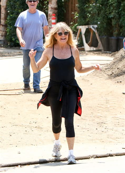 Goldie Hawn Photos Photos Goldie Hawn And Kurt Russell Check On Their New House Zimbio