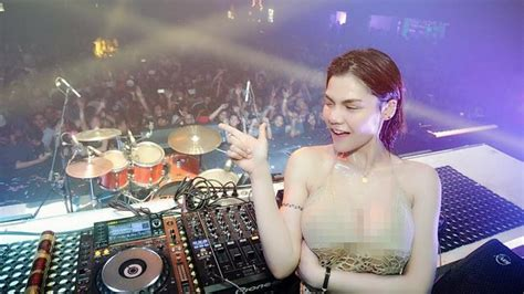 membuat tilan instagram transparan instagram dj butterfly unggah video dengan baju fishnet