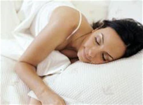 zuckungen im schlaf schlafst 246 rungs problematik st 246 rungen schlaf beine