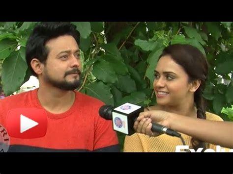 video ggs episode 1 sai terakhir film zindagi ya toofan songs amruta khanvilkar hot navel blouse adjusting scene doovi